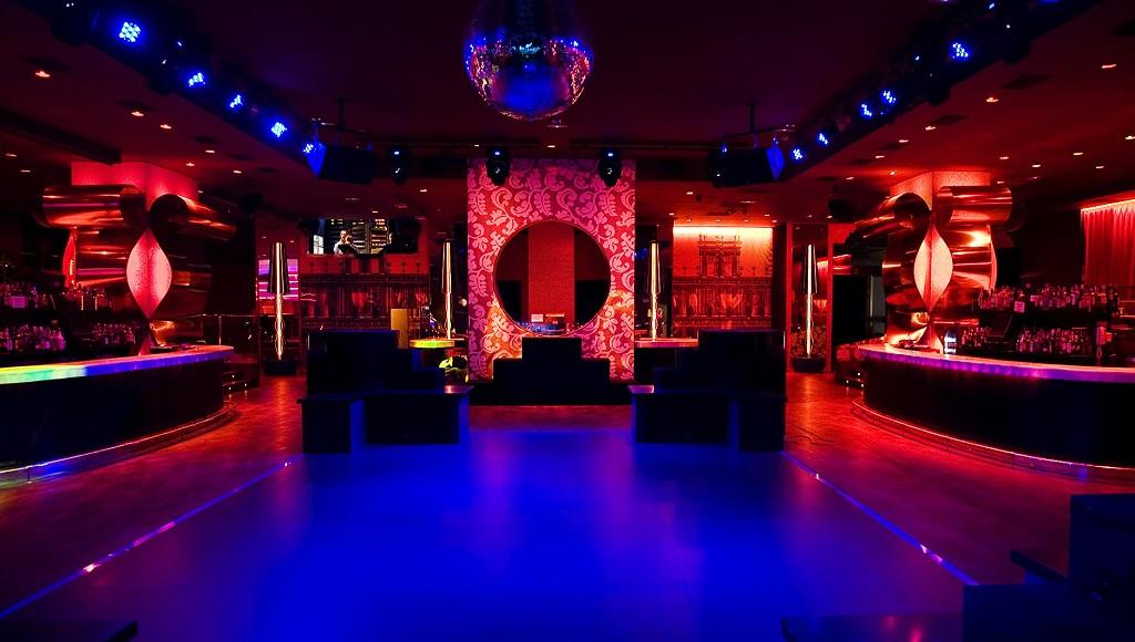 Baile en centro nocturno de nalgona - 5 9